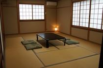 本館客室 12畳の広さがある「つつじ」の間