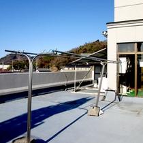 *屋上にあるランドリースペースには、洗濯ものを干すスペースもございます♪