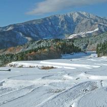 雪景色の棚田