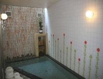 浴室・・・温泉ではありませんが循環式浴槽なのでとてもよく温まります