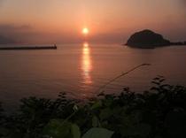 今子浦の夕陽・・・日本の夕陽百選に選ばれています(当館よりお車で2〜3分)
