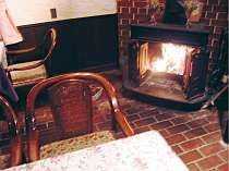 ラウンジ暖炉