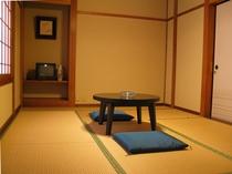 部屋1例・・・昔ながらの民宿です。「お部屋には、洗面・トイレは付いておりません。」ご了承ください。