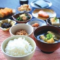 和食派の方にもオススメです。煮物とお味噌汁は絶品です。