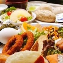 バイキング朝食は日替わりだから連泊でも安心。