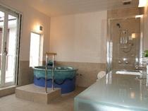 2階の展望風呂付き客室のお風呂(約10畳)です、正面には伊豆大島の雄大な姿が望めます。