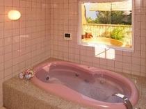 露天風呂付き客室のジャグジーです