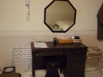 各お部屋に常設、女性にうれしい、ドレッサー、今日もバッチリ、決まってる?