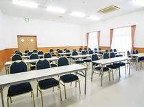 【多目的ホール】8~21時まで利用可能で、料金は2時間3150円から承っております。