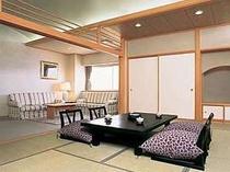 スイートルーム例。安らぎの和室とリビング、独立バス・ウォシュレットトイレ完備