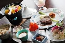 人気のタジン鍋のバーニャカウダ、鈴木シェフのステーキなど新スタイルの創作料理をお楽しみいただけます。