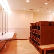 大浴場一例:脱衣所