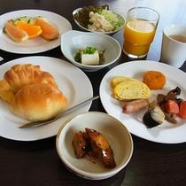 ご朝食はバイキング形式!