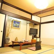 *【和室8畳】温かみがある、居心地の良い空間です。