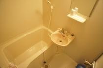 【和室】お風呂。洗い場もあって、ゆっくり疲れを癒せるお風呂です♪