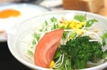 【朝食:洋食】新鮮な野菜を使ったサラダ!栄養たっぷりとって元気に行きましょう!!