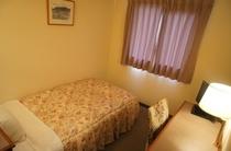 【シングルルーム】ひとり旅や出張に便利なお部屋です♪全室液晶テレビに入れ替えております。