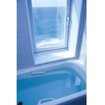*客室のお風呂より海を望む