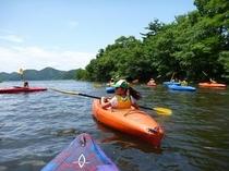猪苗代湖でカヌー体験