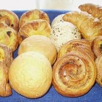 朝食のパン各種