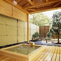 桧の露天風呂月見の湯