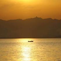 【松江市内周辺】宍道湖の夕日スポットは毎日たくさんのカメラマンでいっぱいです