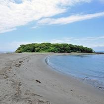 休暇村から車で約8分のところにある無人島『沖ノ島』