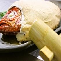 木槌で割って召し上がれ♪ 金目鯛の塩釜焼き
