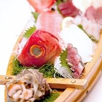伊豆の新鮮魚介の舟盛