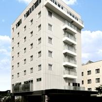 【外観】JR臼杵駅より徒歩1分の好立地★大型車も駐車できる駐車場も完備★
