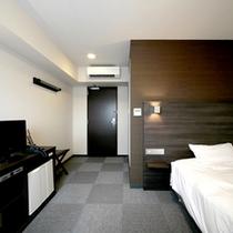 【シングルA一例】新館にある広めのシングルルーム。ベッドはゆったりセミダブルサイズ。