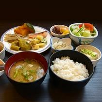 【朝食バイキング一例】メイン(洋・和)をお選び頂き、サイド料理バイキング形式でご自由に