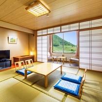 【和室10畳トイレ付】広大な広場を望みながらゆったりとした時間を感じることができます。