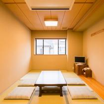 *【部屋(和室9畳)】落ち着いた雰囲気の客室。5名様までお泊りいただけます。(トイレ付)