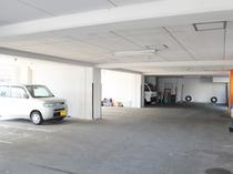 【屋内駐車場(有料:要予約)】バイク駐車も可能です
