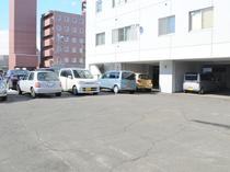 【屋外駐車場(有料:要予約)】