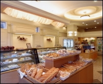 1階ショップ『ひまわり』自社工場で焼き上げたパン&ケーキがお楽しみいただけます