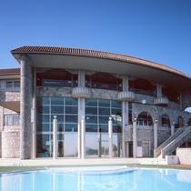 南フランスの町並の建物を意識した「外観」です