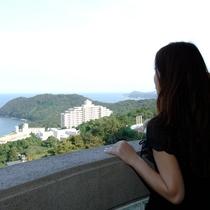 高台にあるホテルのお部屋からは、海がごご覧いただけます♪