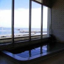 海が広がる展望風呂(女湯)