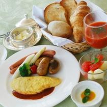 +700円で朝食プレートをご用意いたします。季節のスープ。パンはお替りも可能です。