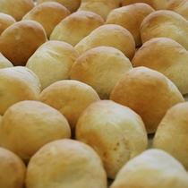 焼きたてのパン、毎日売り切れる程人気の手作りパン。