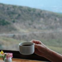2000mの眺望からの朝食は格別です。.