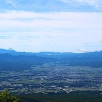 昼の雄大な景色 下界との標高差はおよそ1500m