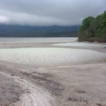 *【宇曽利山湖】当館より車で40分!エメラルドグリーン色をした神秘的なカルデラ湖です。
