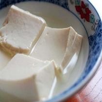 湯村温泉名物「荒湯豆腐」