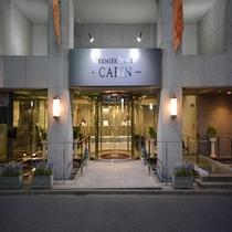 東京随一の繁華街 新宿歌舞伎町に位置し、 観光でお越し頂くお客様にもビジネスでご利用頂く場合にも 最