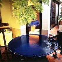 露天風呂付き客室【とき】の信楽焼浴槽