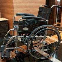 ロビーに車椅子設置