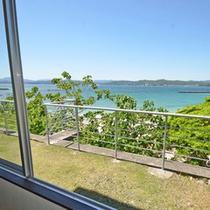 **客室からの眺め《バス・トイレ付》御座白浜ビーチが一望。